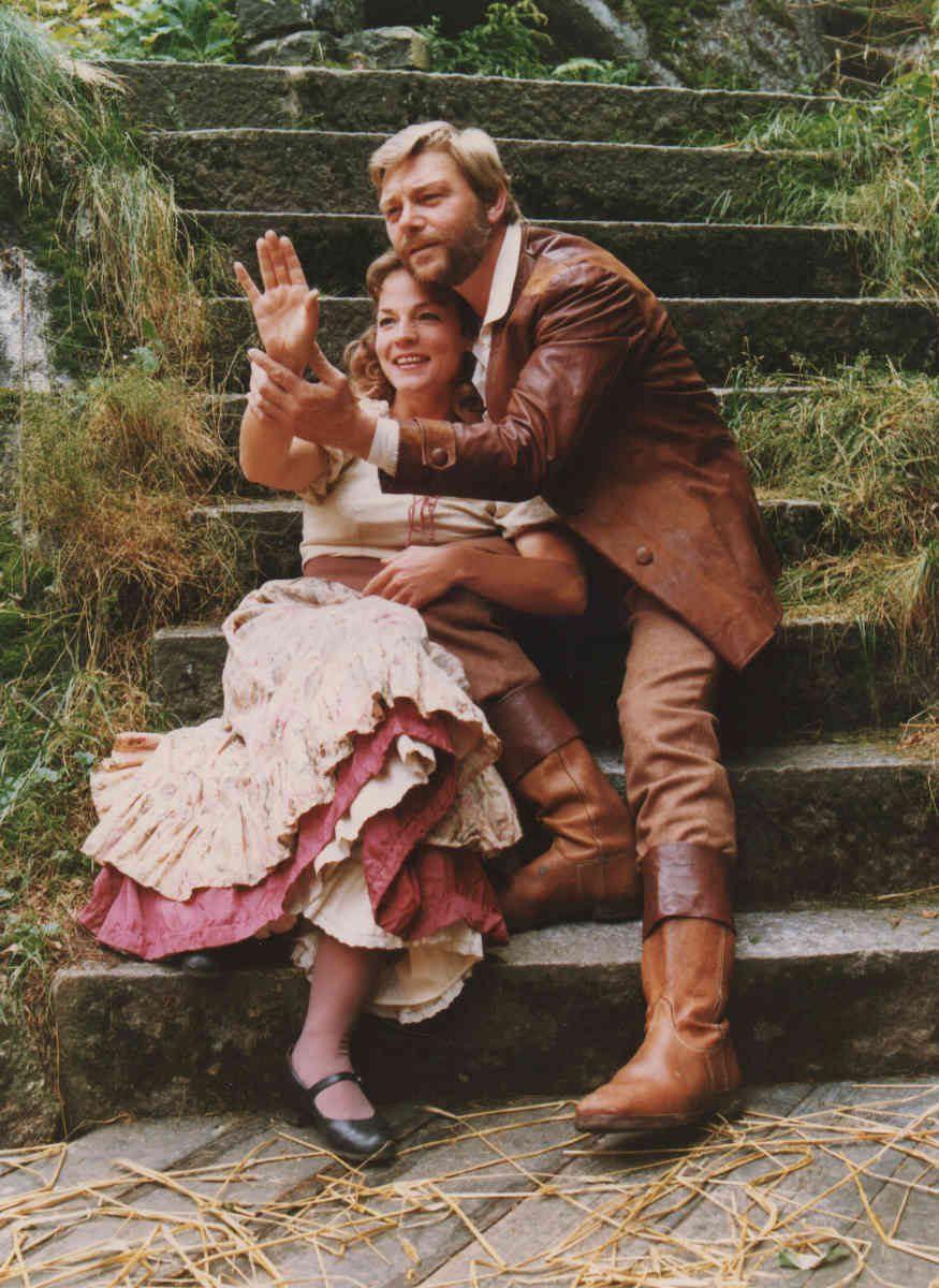 """Uwe Friedrichsen und Uta Maria Schütze in """"Schinderhannes"""", einer Produktion der Luisenburg Festspiele von 1981 (Bildrechte: Luisenburg /Junker-Krause)"""